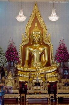 Another Buddha at Wat Traimit